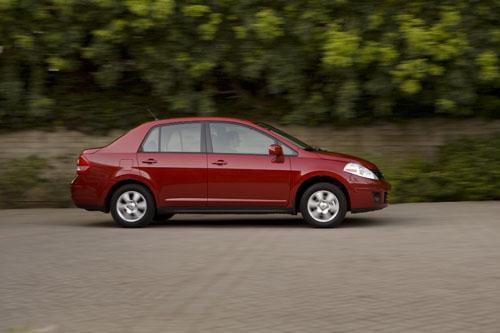 nissan versa hatchback interior. 2011 Nissan Versa